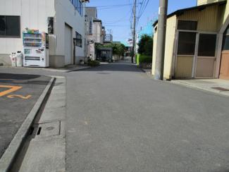 東京都大田区西六郷2丁目新築戸建 1号棟 前面道路は4.18mあります。駐車も楽々ですね。