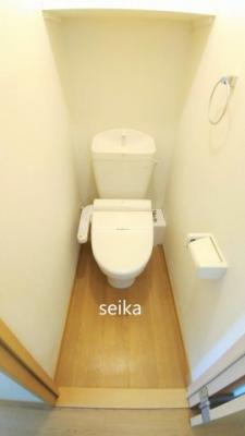 バストイレ別。温水洗浄便座付き