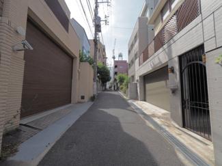 【前面道路含む現地写真】渋谷区代官山町 中古戸建