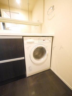 ドラム式洗濯機内蔵です。