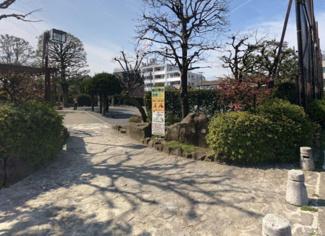 東京都世田谷区北沢5丁目売地 北沢公園です。お子様の遊ぶ場所が近くにあるのは安心です。