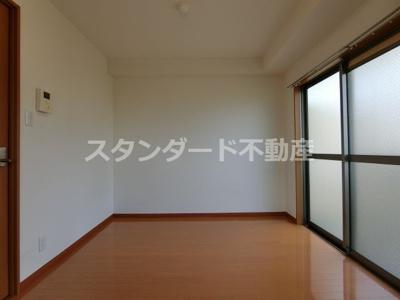 【洋室】メゾンドアヴェルⅢ
