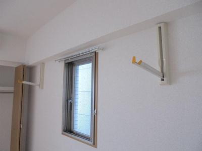 室内 洗濯物干しスペース(物干し竿置き)
