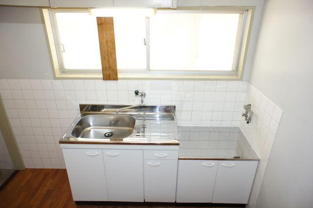 うれしい窓付きのキッチンは新品になりました。