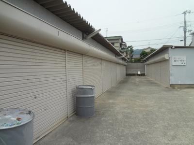 【洋室】池田市鉢塚2丁目シャッター付き倉庫