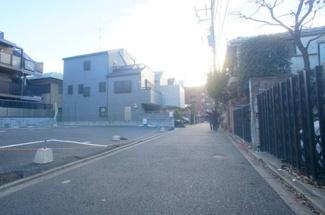 東京都世田谷区玉川台2丁目売地 前面道路です。幅員約4mです。