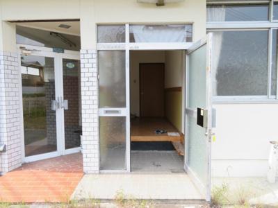 【玄関】柏原貸事務所付住宅