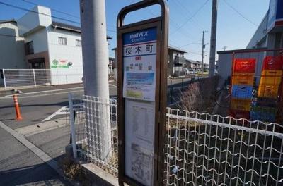 敷地入口に千葉駅行きのバス停があり大変便利です。