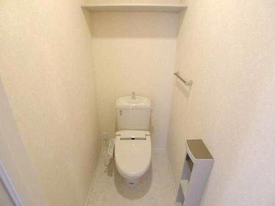 温水洗浄便座機能付きトイレです