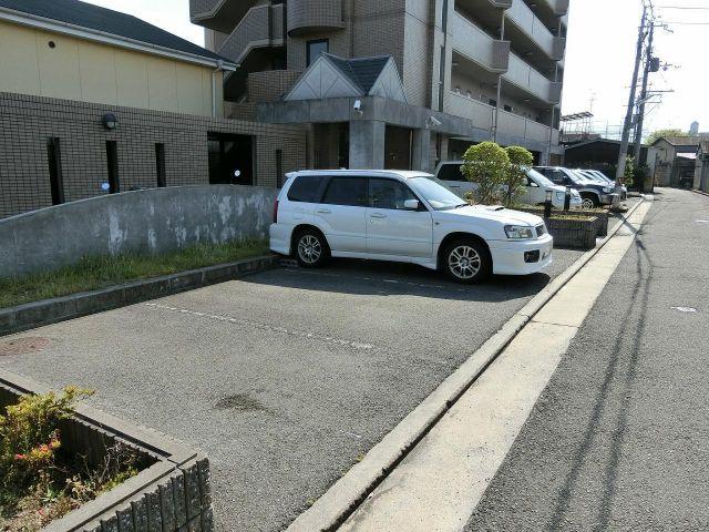 アビタシオン岸田 駐車場