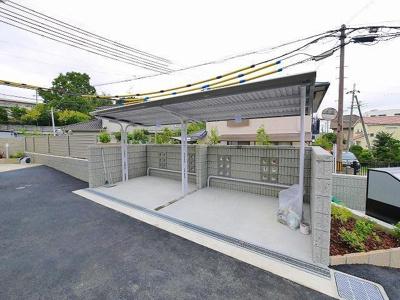 屋根のある駐輪場です