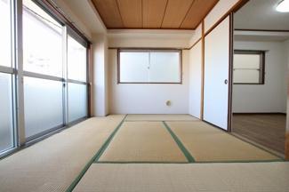マイキャッスル浅川 和室6帖(押入れ側から)