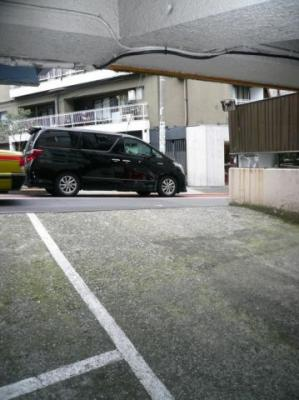 安東ビル駐車場