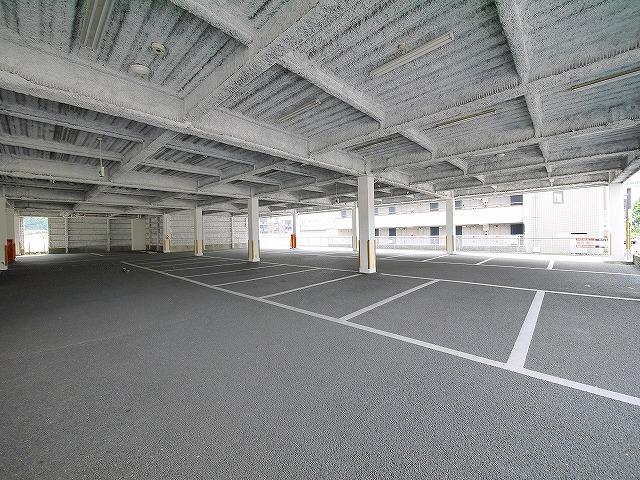 広々とした駐車場完備