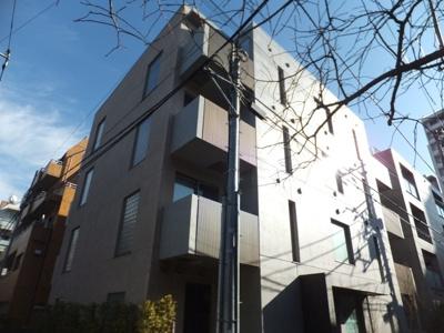 2011年築。鉄筋コンクリート造4階建て