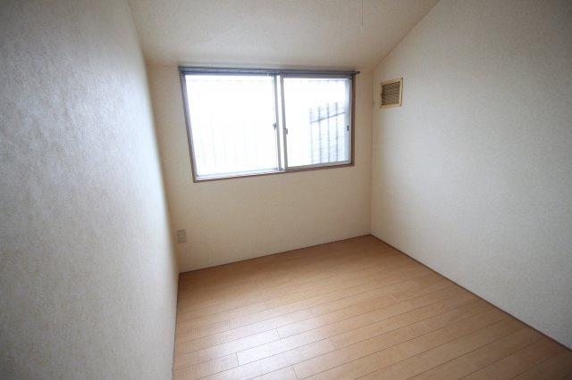 洋室約4.5帖寝室です