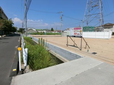 6号地 と6号地にかかる橋です。6号地は河川使用許可の継承を要する場合があります。(1400円/月)