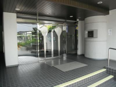 【エントランス】ライフステージ新金岡(新金岡小学校)