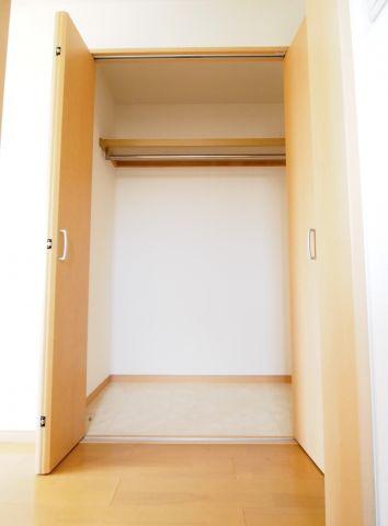 エイトハウス代々木上原 レールハンバー付き、丈の長い衣類も収納できます。