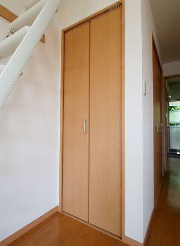 エイトハウス代々木上原 ロフトはしご下にも収納ありです。