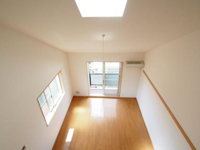 エイトハウス代々木上原 ロフトから。天井に窓があり、光が上からも差し込みます。