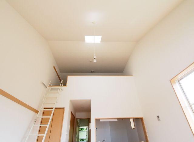 エイトハウス代々木上原 屋根の形の天井も素敵ですね。