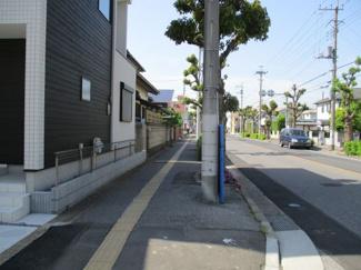 街路樹のある歩道 越谷市千間台西戸建