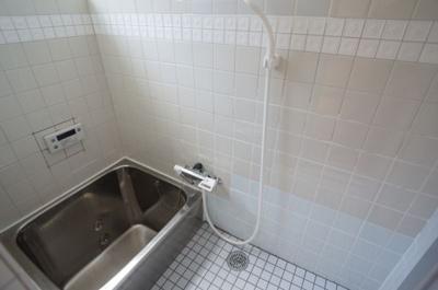 【浴室】瓜破6丁目車庫付き貸家