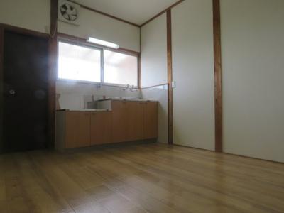 【洋室】塚原3丁目戸建て2戸1 (株)Roots