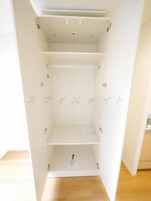 稼働式収納・棚があり整理・整頓しやすいです。