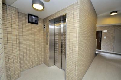 エレベーター(モニター付き)