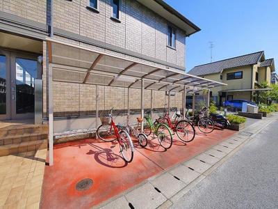 自転車置き場は出入りがしやすく快適です