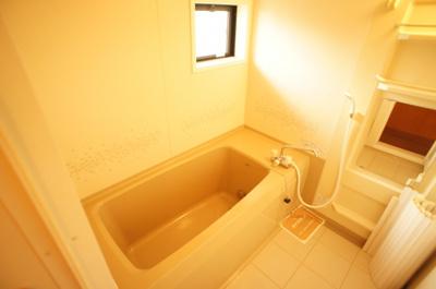 窓付き♪一坪タイプの広々お風呂♪