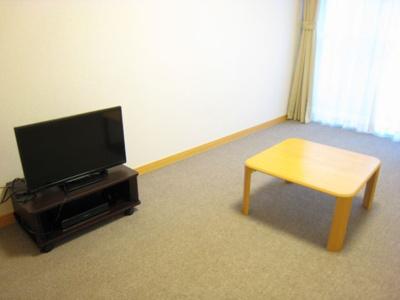 液晶テレビやローテーブル付き