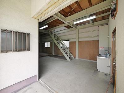 【エントランス】神殿町事務所倉庫