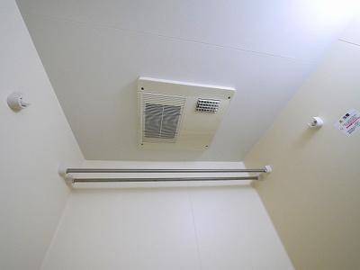 お風呂には浴室乾燥機もついてます。
