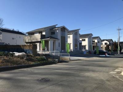 【前面道路含む現地写真】滑川町月輪 土地広々100坪以上の新築分譲住宅全5棟、ラスト3棟