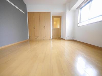 広々7.6帖・ハリも少なく家具の配置がしやすいです。