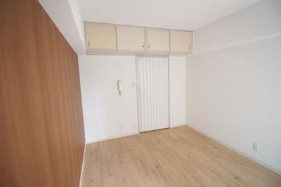 洋室 リビング ※参考写真。別室のものになります。