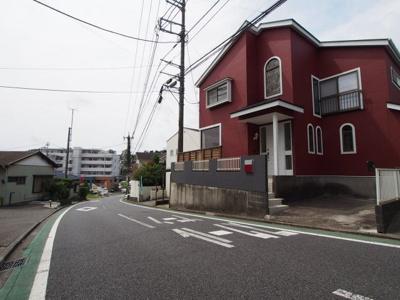 前面道路は約6.5mですので、車庫入れも簡単。