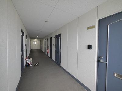 キレイな廊下です。