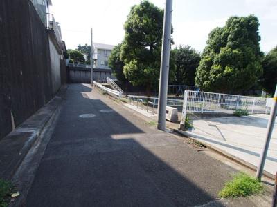 【前面道路含む現地写真】保土ヶ谷区東川島町 売地