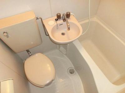 ユニットバス内のトイレ