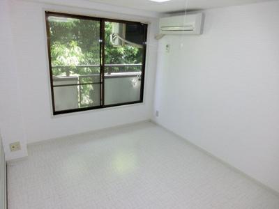 白色をベースで明るいお部屋です♪