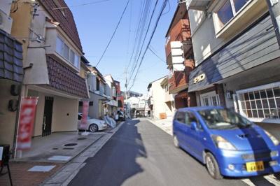 【前面道路含む現地写真】宇治市六地蔵奈良町 中古戸建