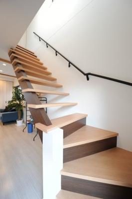 当社施工例 リビング階段 スリット階段(スケルトン階段)