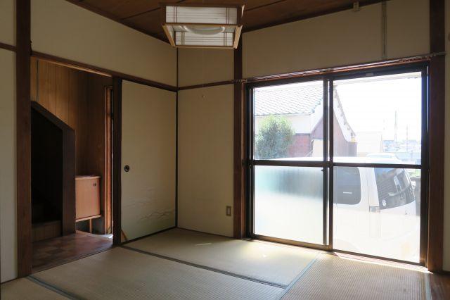 各部屋に照明が付いておりますので、購入の必要が無く、初期費用が抑えられます。