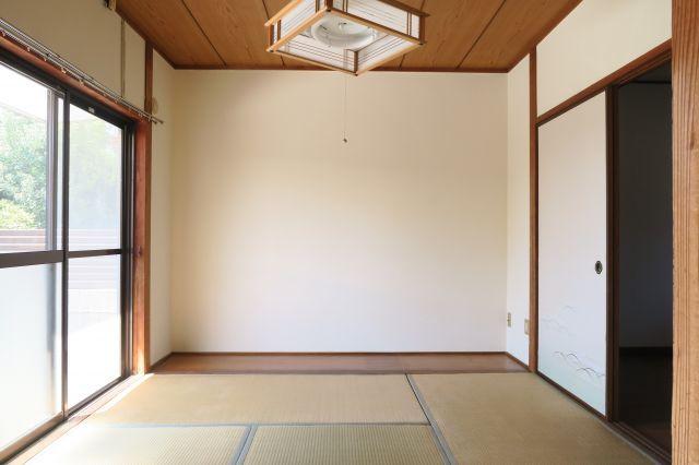 南向きの居室は、温かな陽の光が差し込む空間です。