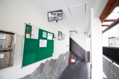 防犯カメラのある廊下