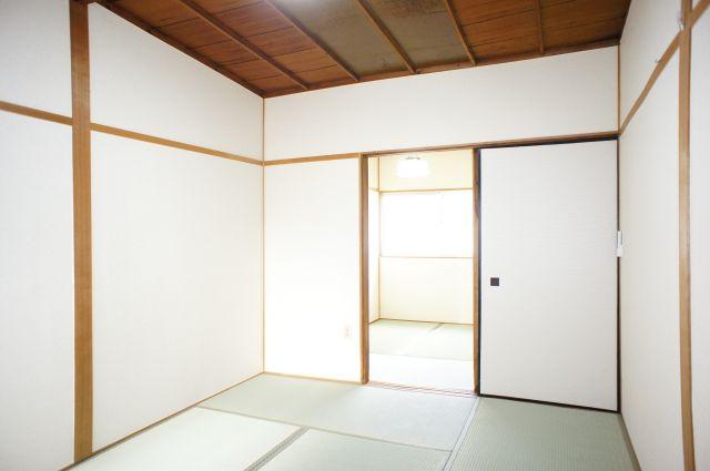 明るい2Fの6帖和室は西向きです。